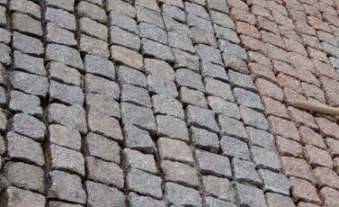 mostovaja-iz-natural'nogo-kamnja-pavement-made-of-natural-stone-1